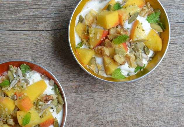 Summer Breakfast: Yogurt with Peaches, Seeds and Mint #athletefood