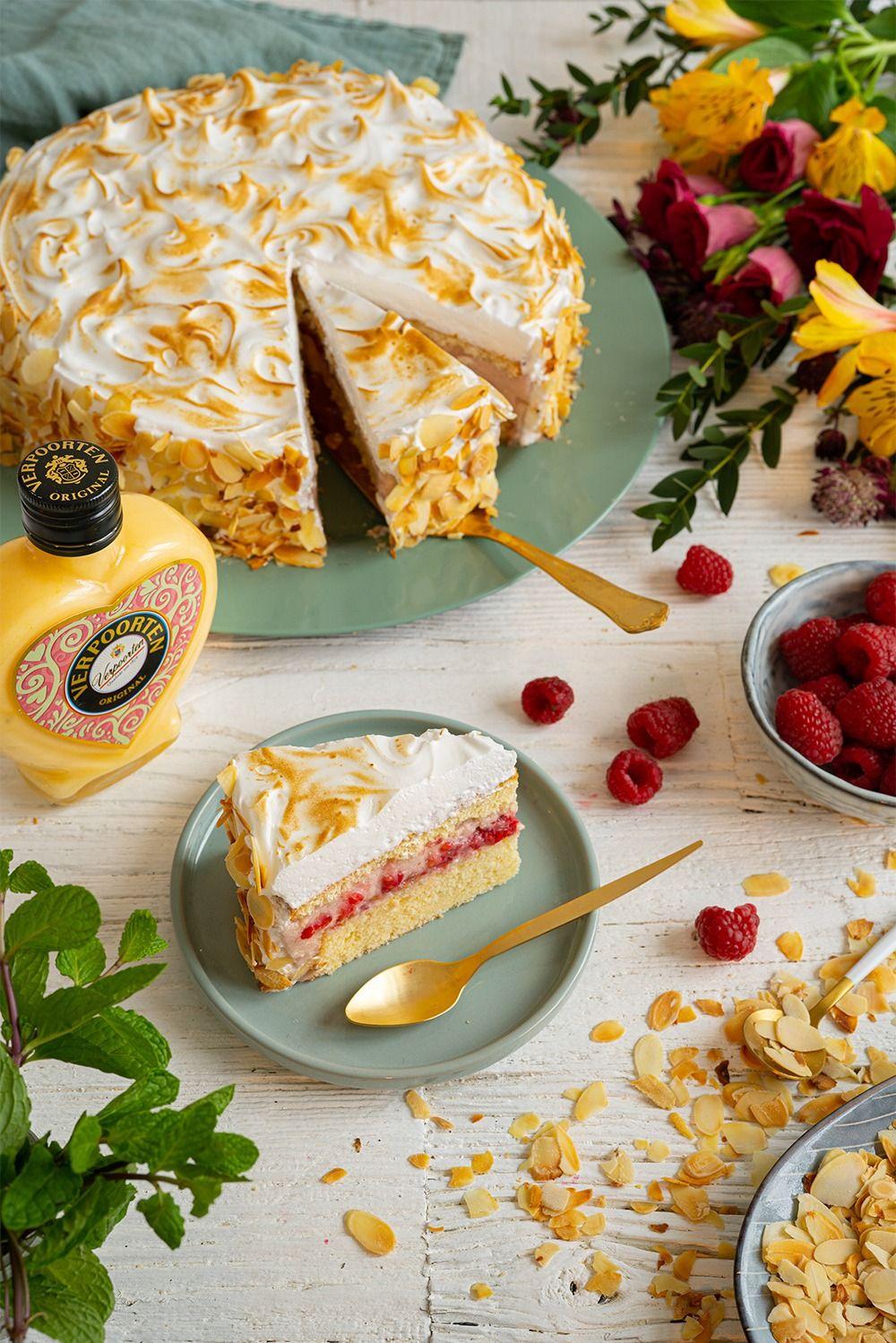 Eierlikörtorte vom Weltmeister der Konditoren ''Himbeer-Baiser-Torte mit Verpoorten Original'' - Kuchenrezepte mit Eierlikör