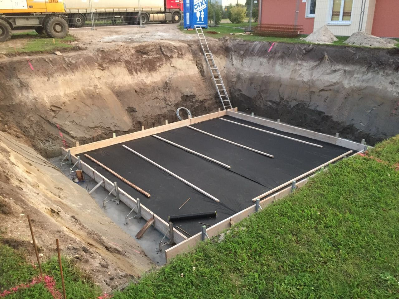 KW 3436 / 2017 Fertigstellen der Bodenplatte sowie Aufbau