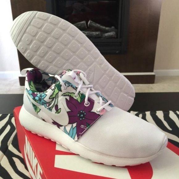 White aloha roshe run size 6.5 Brand new White aloha roshe run size 6.5 Nike Shoes Sneakers