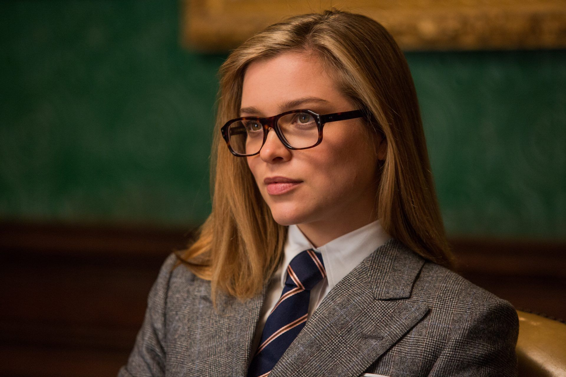 Roxy Kingsman | Looking smart | Kingsman, Women wearing ...