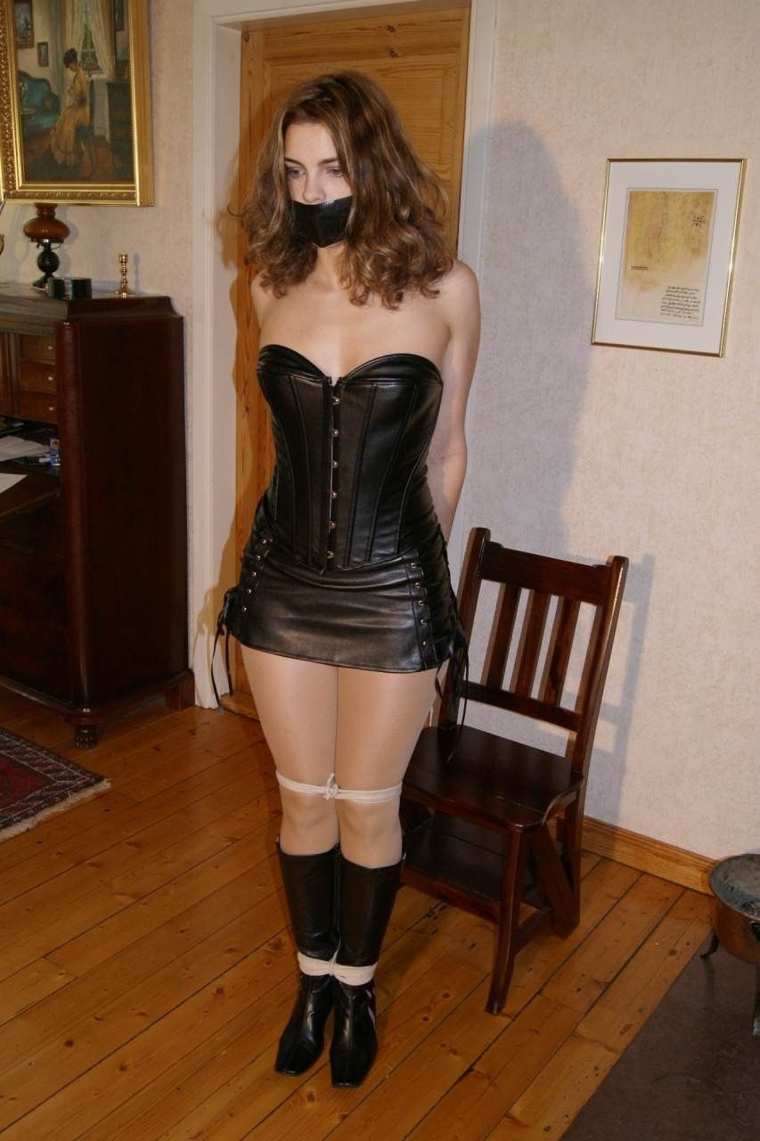 Fetish diva in leather and highboots 4