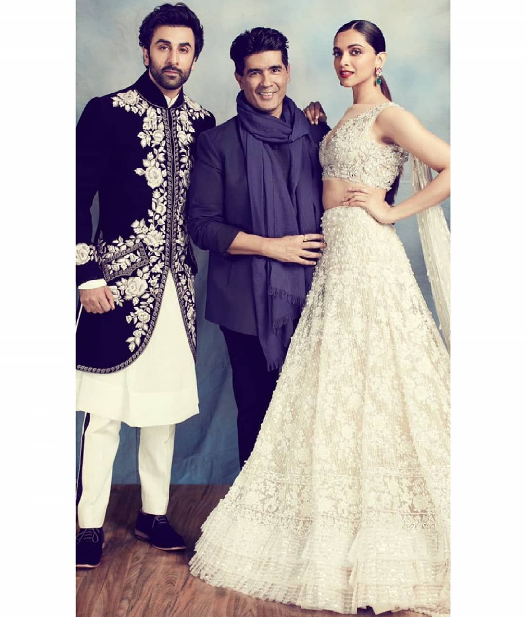 Deepika Padukone Ranbir Kapoor Manish Malhotra For A Photoshoot At The Walk Of Mijwan Pakistani Bridal Dresses Traditional Outfits Lehnga Dress