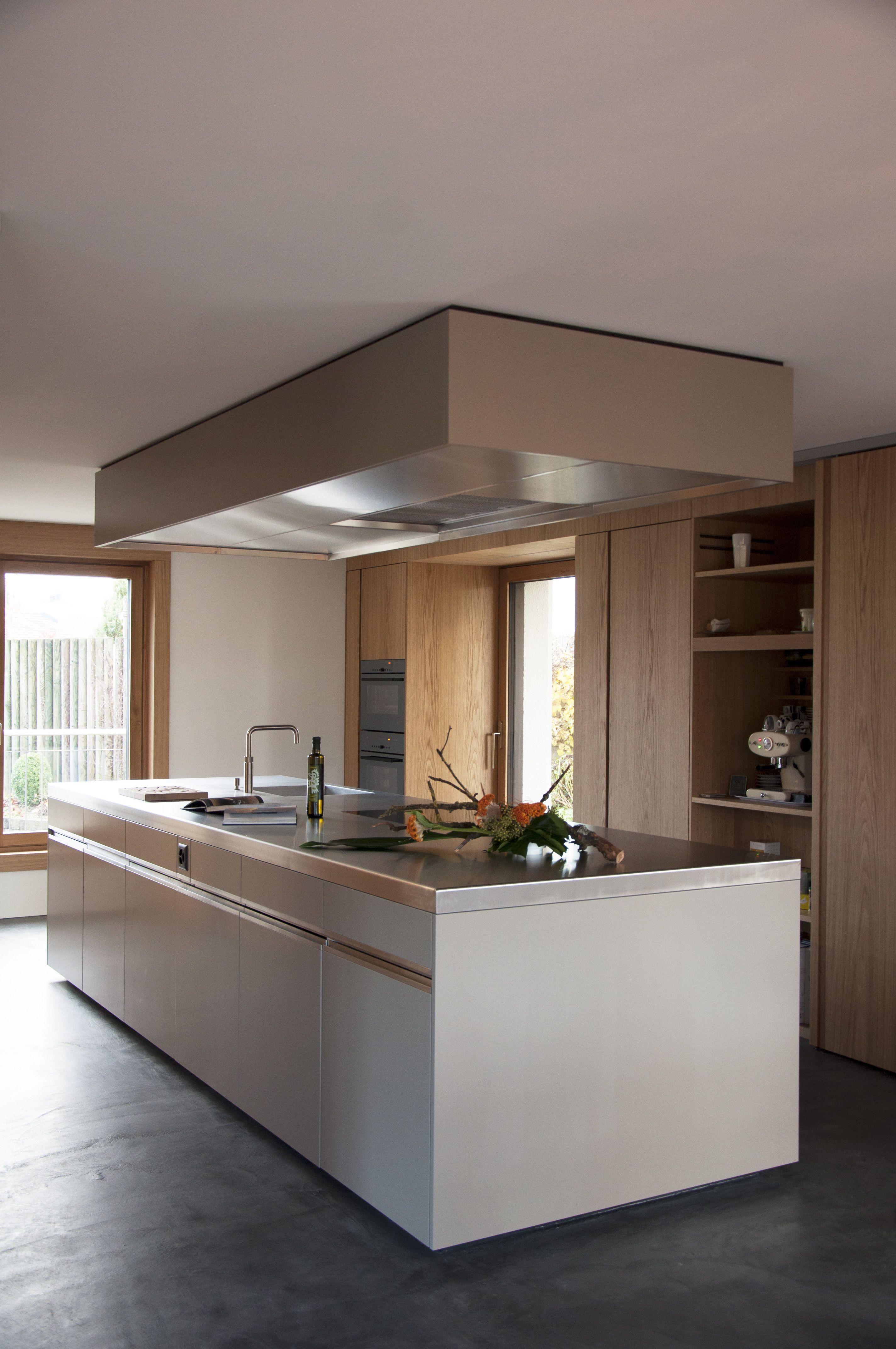 Küche Mit Chromstahlabdeckung Korpus Lackiert In Taupe
