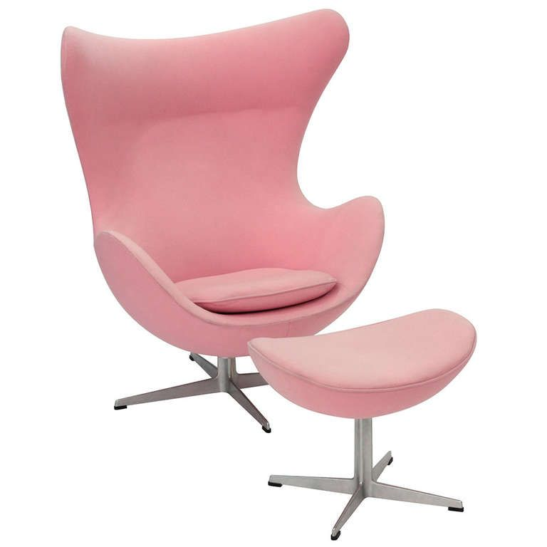 Egg Chair Roze.Pair Of Iconic Egg Chairs And Ottoman By Arne Jaconbsen Design 1