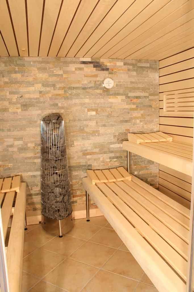 glasfront sauna luxuri s design transparent apart. Black Bedroom Furniture Sets. Home Design Ideas