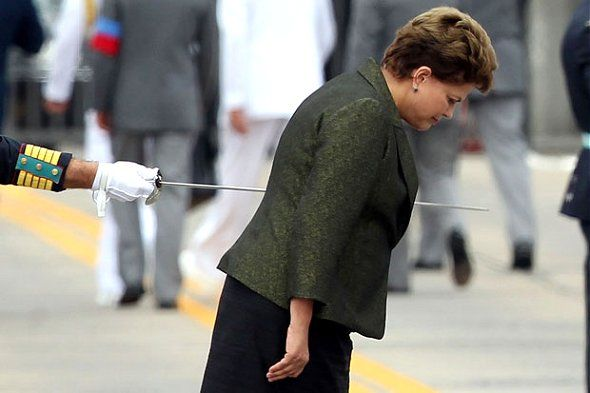 The power of a picture.  Brazilian President Dilma, visiting an Military Academy.   It seems that the sword cross her. (This picture got an International Award in Spain)