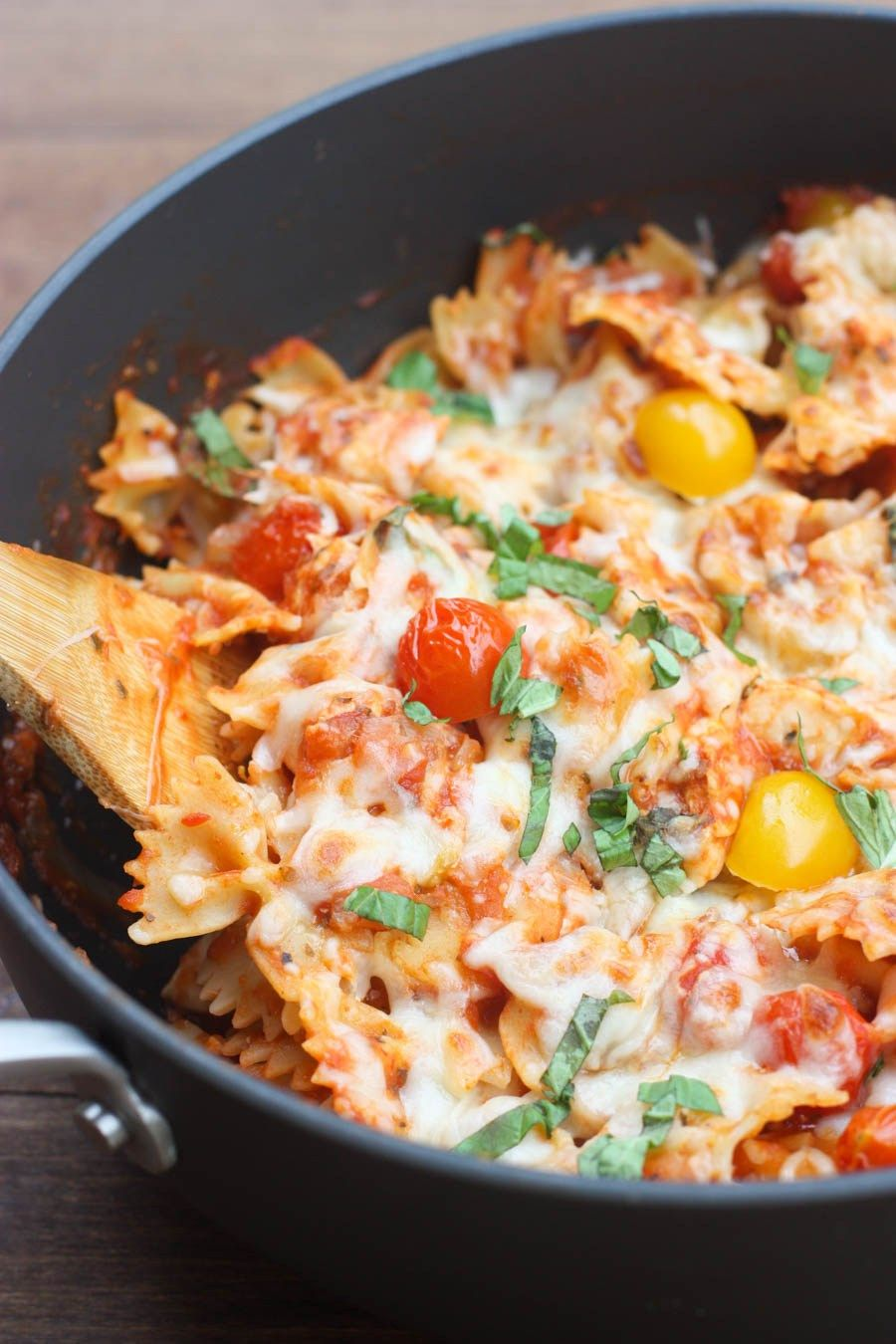 Chicken mozzarella pasta with roasted tomatoes recipe