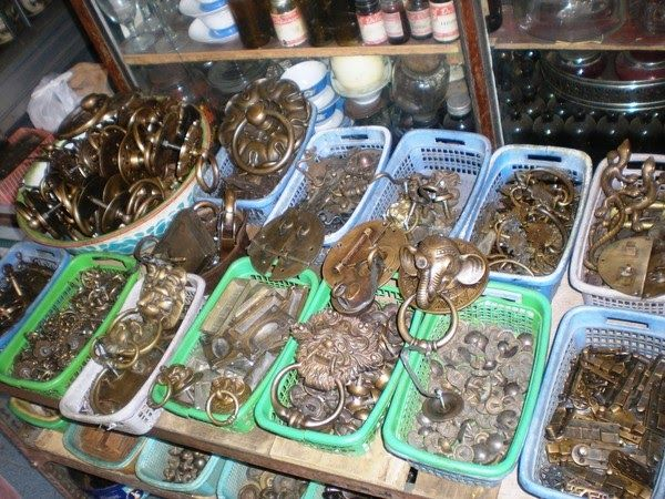 Hunting for Antiques and Historic In Solo Triwindu Market …