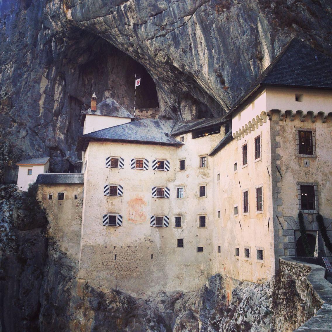 Eslovenia... Castello Predjamski