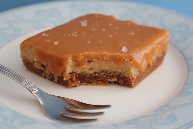 Salted Caramel Dulce de Leche Cheesecake Bars by Made With Pink