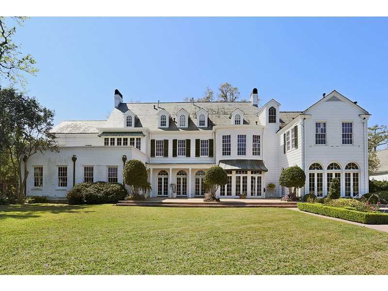 Breathtaking estate located right in the heart of new