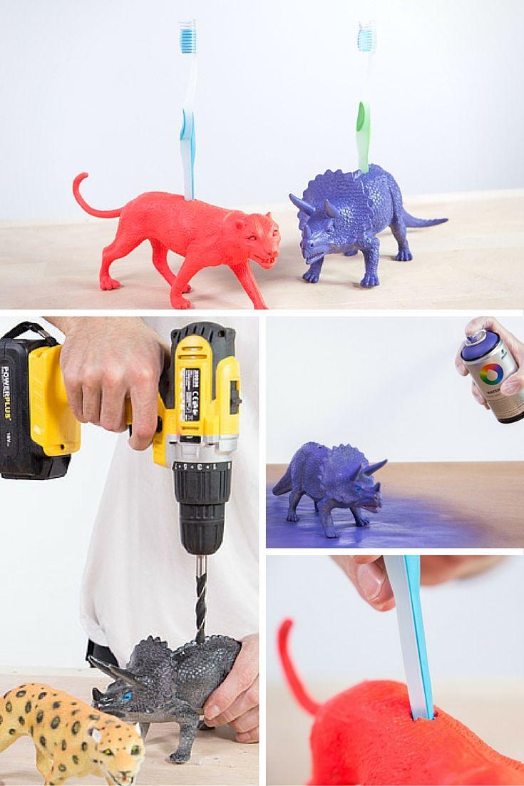 Portacepillo de dientes con un dinosaurio ➜ Reutiliza los juguetes de los  más peques para crear estos soportes DIY para el cepillo de dientes. 0b3ace039720