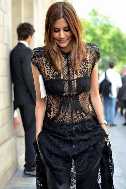 Black lace dress Paris street style | Fashion and styles