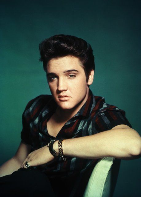 Elvis. I grew up surrounded by this man. And I can appreciate how pretty he is.