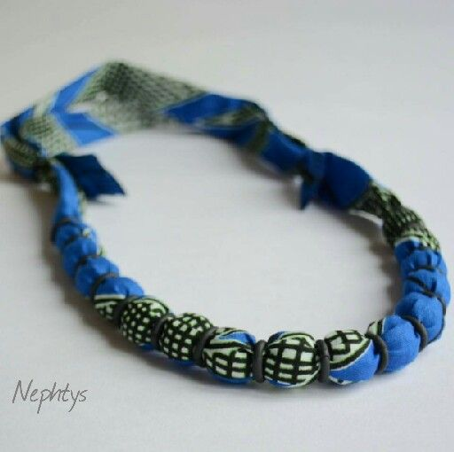 Collier Tissu Africain WAX et gaine thermoretractable / Necklace African Fabric & Heat shrink tubing / Collar Tela Africana y tubo termoretráctil