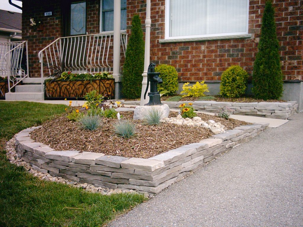 Landscaping With Flagstone Border Is Clean Linear And Provides Interesting Texture