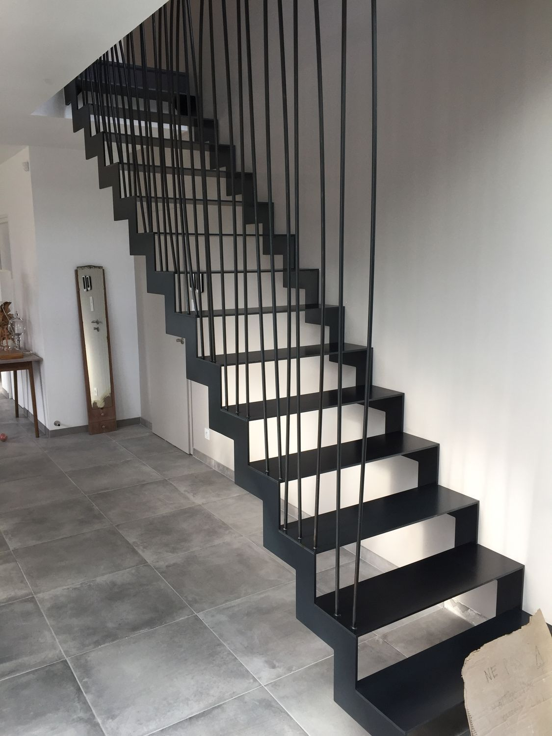 Escaliers Metalliques Droits Simples Et Elances Fabric Metal En 2020 Idees Escalier Escalier Metallique Escalier