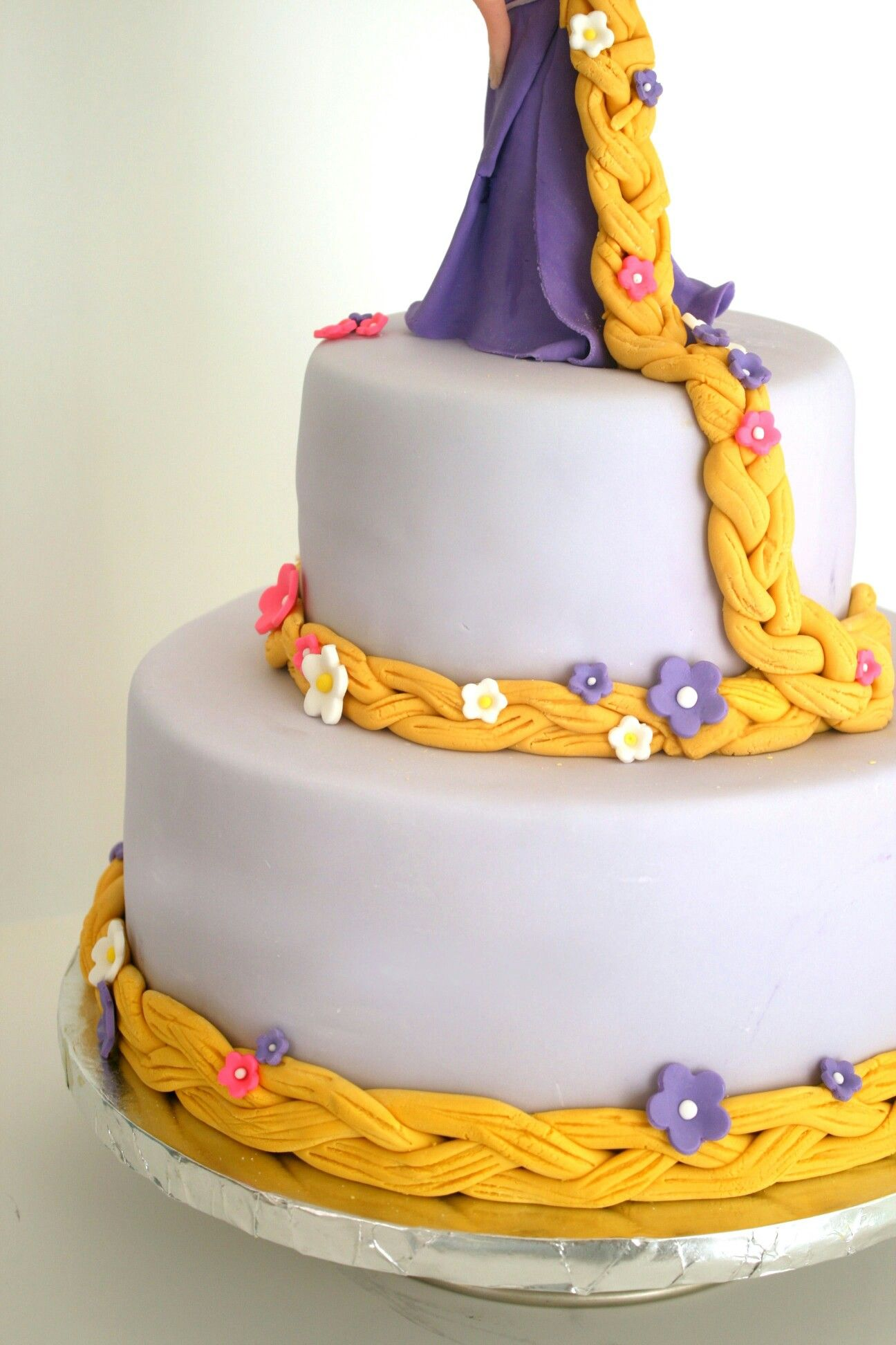 Gorgeous Tangled Themed Guest Rooms At Tokyo Disneyland: Rapunzel Cake …