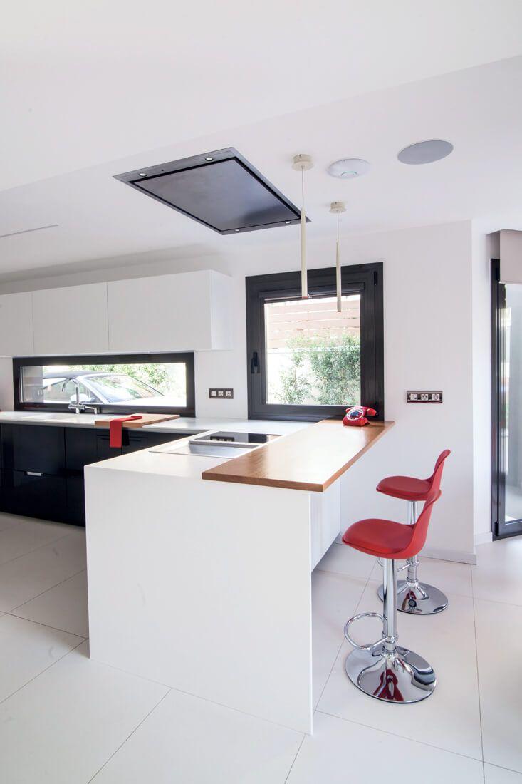 Una Luminosa Cocina En Blanco Y Negro Con Pen Nsula Y Office I  # Muebles Cocinas Soinco