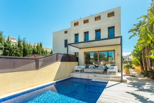 Chalet Can Pastilla Can Pastilla Located 600 metres from Puro Beach, Chalet Can Pastilla offers accommodation in Can Pastilla. The holiday home is 700 metres from Cala Estancia Beach. Free WiFi is featured and free private parking is available on site.
