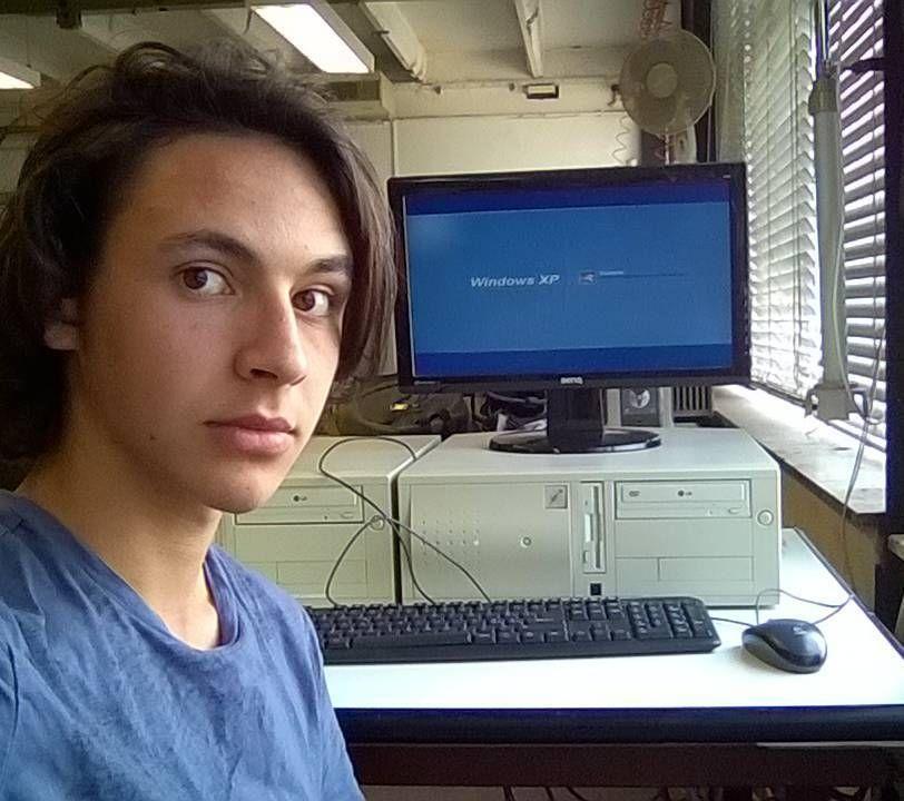 operando su windows xp #xp #winzoz #realshit #radioGreco #sole #arduino #windows #microsoft #scuola #sistemi #c #picoftheday #realmendorealthings #ashtag by jack9001gregre