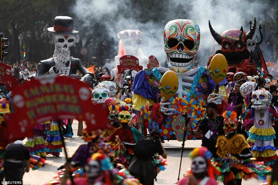 Thousands in Mexico City celebrate Day of the Dead in a parade ...