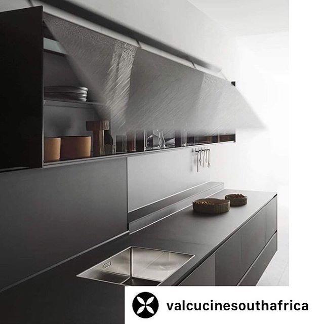 500 Casarredo Showroom Ideas In 2020 Custom Furniture Design Decor Design Custom Furniture #valerio #canez #living #room