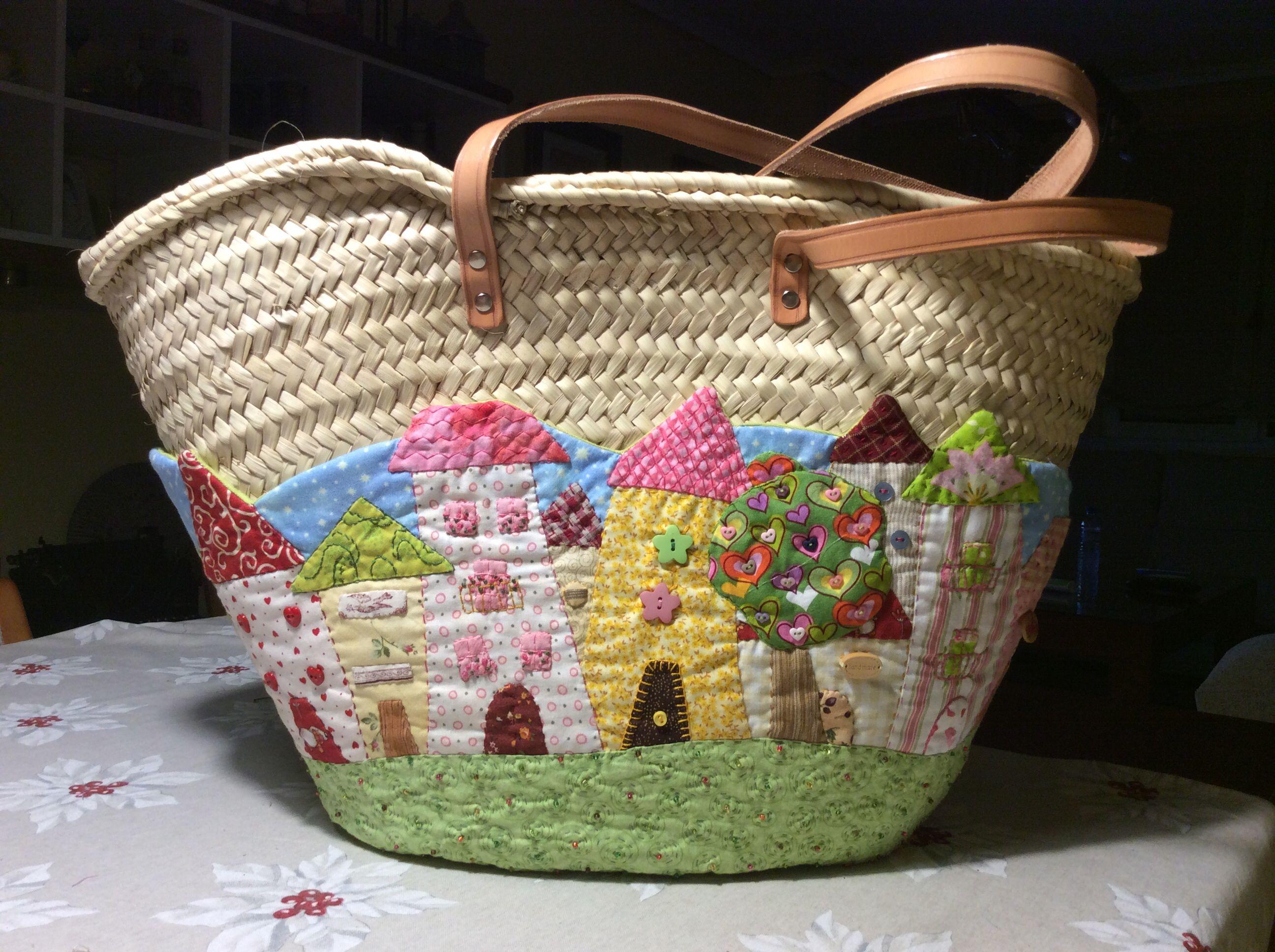 cesto de mimbre decorado con patchwork capazos