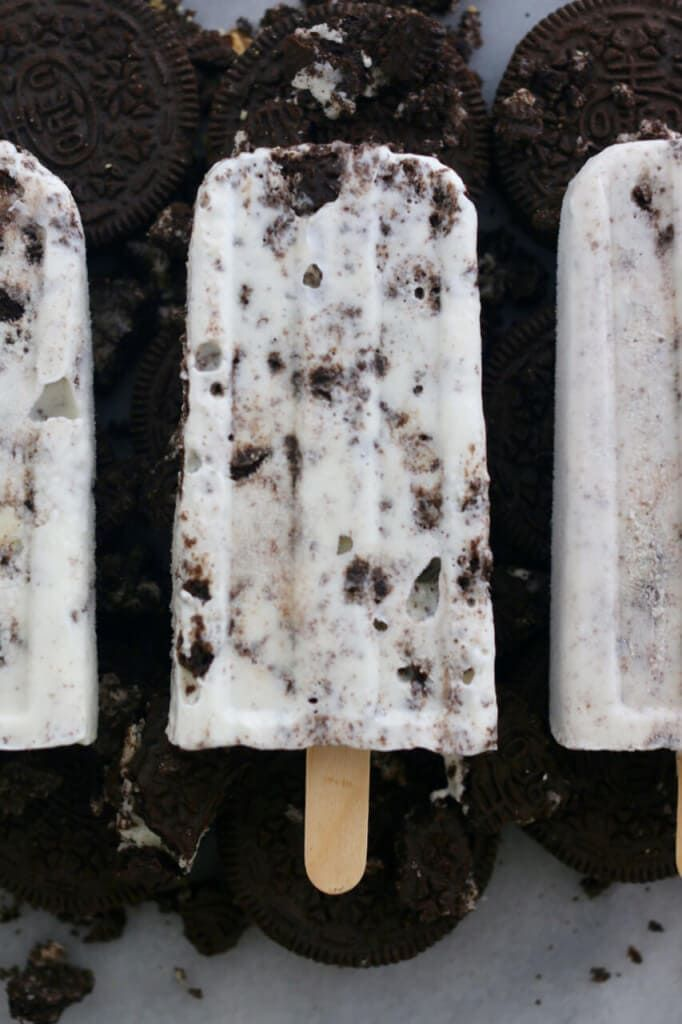 Cookies & Cream Popsicles #cookiesandcreamfrosting