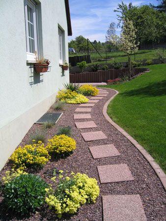 un muret en traverses de chemin de fer dans votre jardin jardin pinterest muret gravier. Black Bedroom Furniture Sets. Home Design Ideas