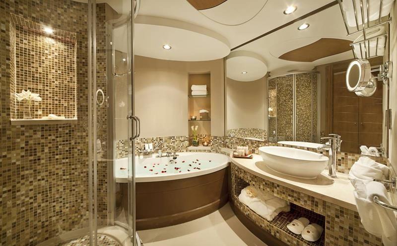 Traditional Master Bathroom With Limestone Floors Ceramic Tile Vida 58 X 38 Soaking Bath Bathroom Design Luxury Luxury Hotel Bathroom Best Bathroom Designs