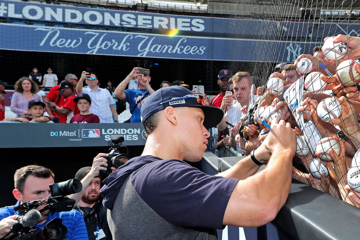 Yankees Not Rock Stars In London But Mlb Has Small Passionate Group Of Fans Yankees Play Baseball Fitness Diet