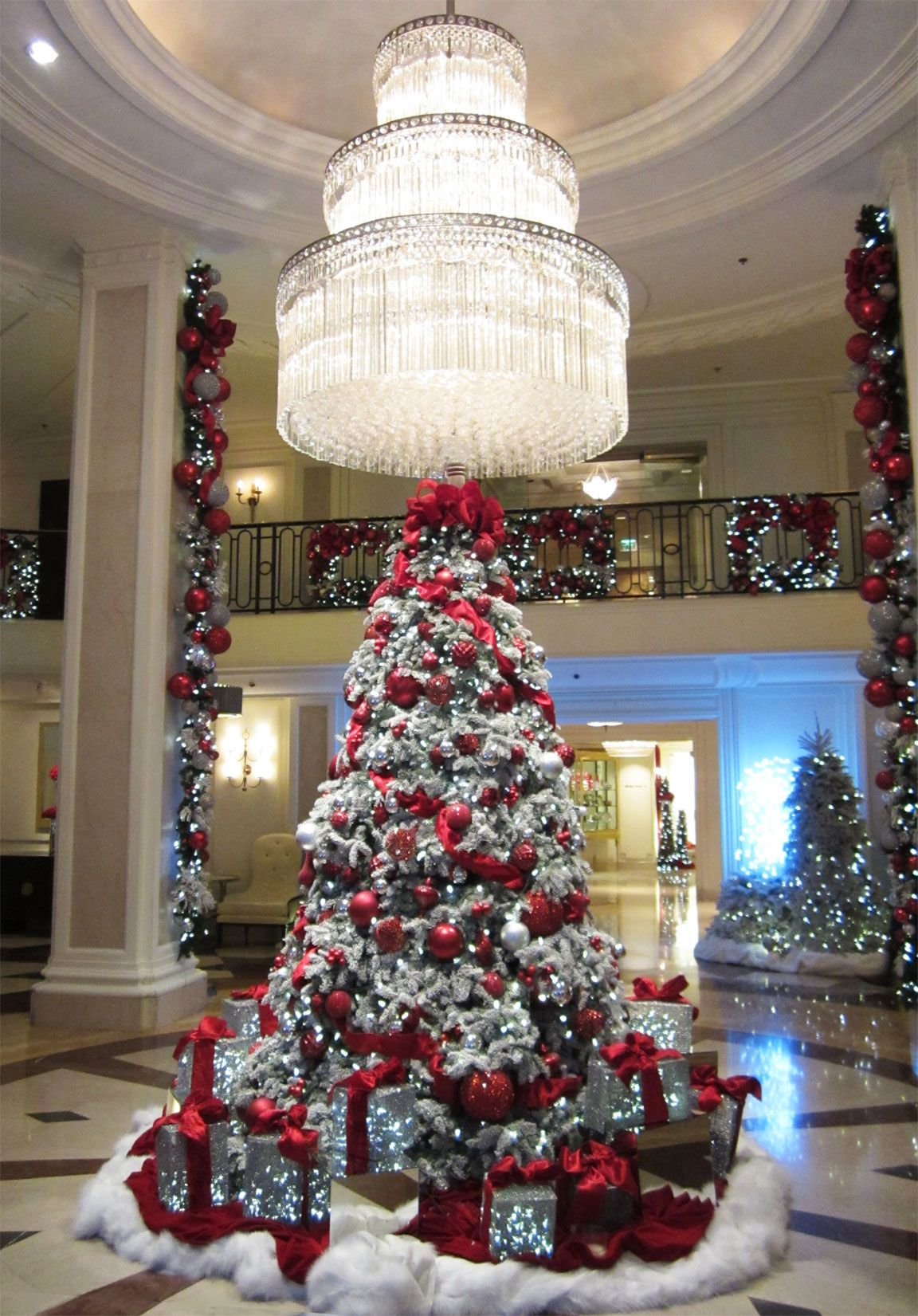 Christmas tree and chandelier beverly regent hotel beverly hills christmas tree and chandelier beverly regent hotel beverly hills arubaitofo Gallery