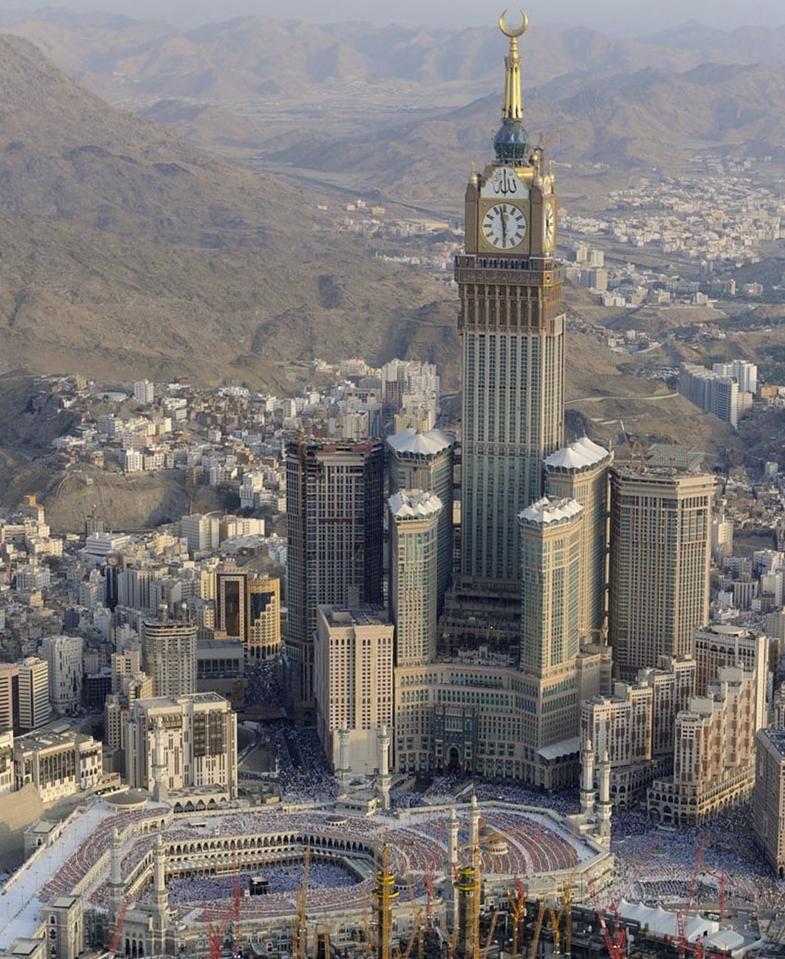 Abraj Al Bait Towers In Mecca Amazing Buildings Futuristic Architecture Mecca Hotel