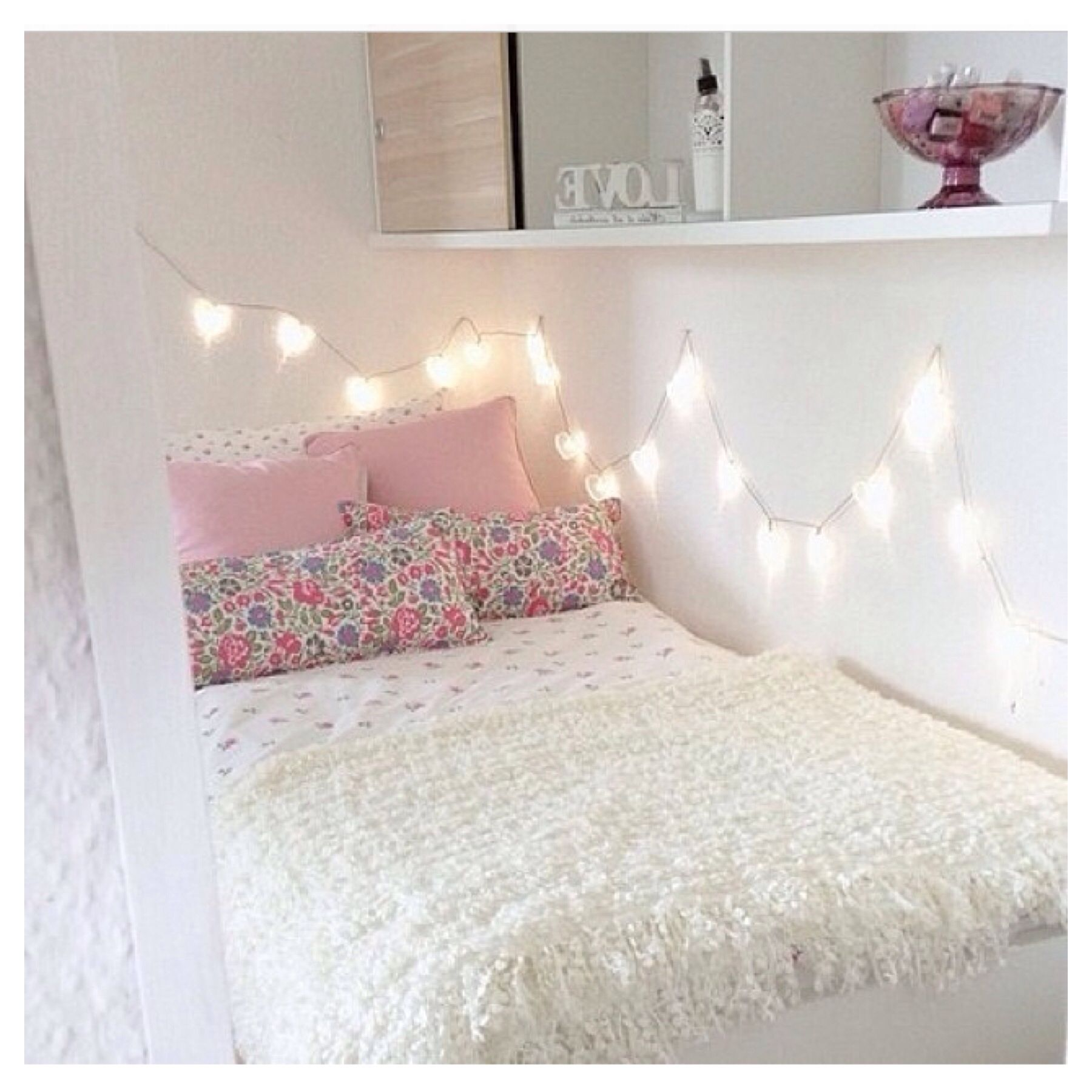 Fairy light room decor ideas for bedroom pinterest for Room decor with fairy lights