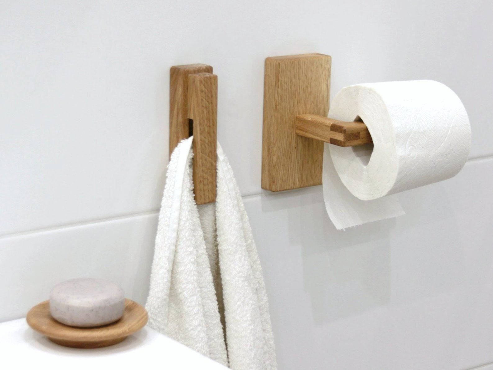 Wood Towel Holder Oak Toilet Paper Holder Soap Dish Etsy Towel Holder Toilet Paper Holder Wood Bathroom
