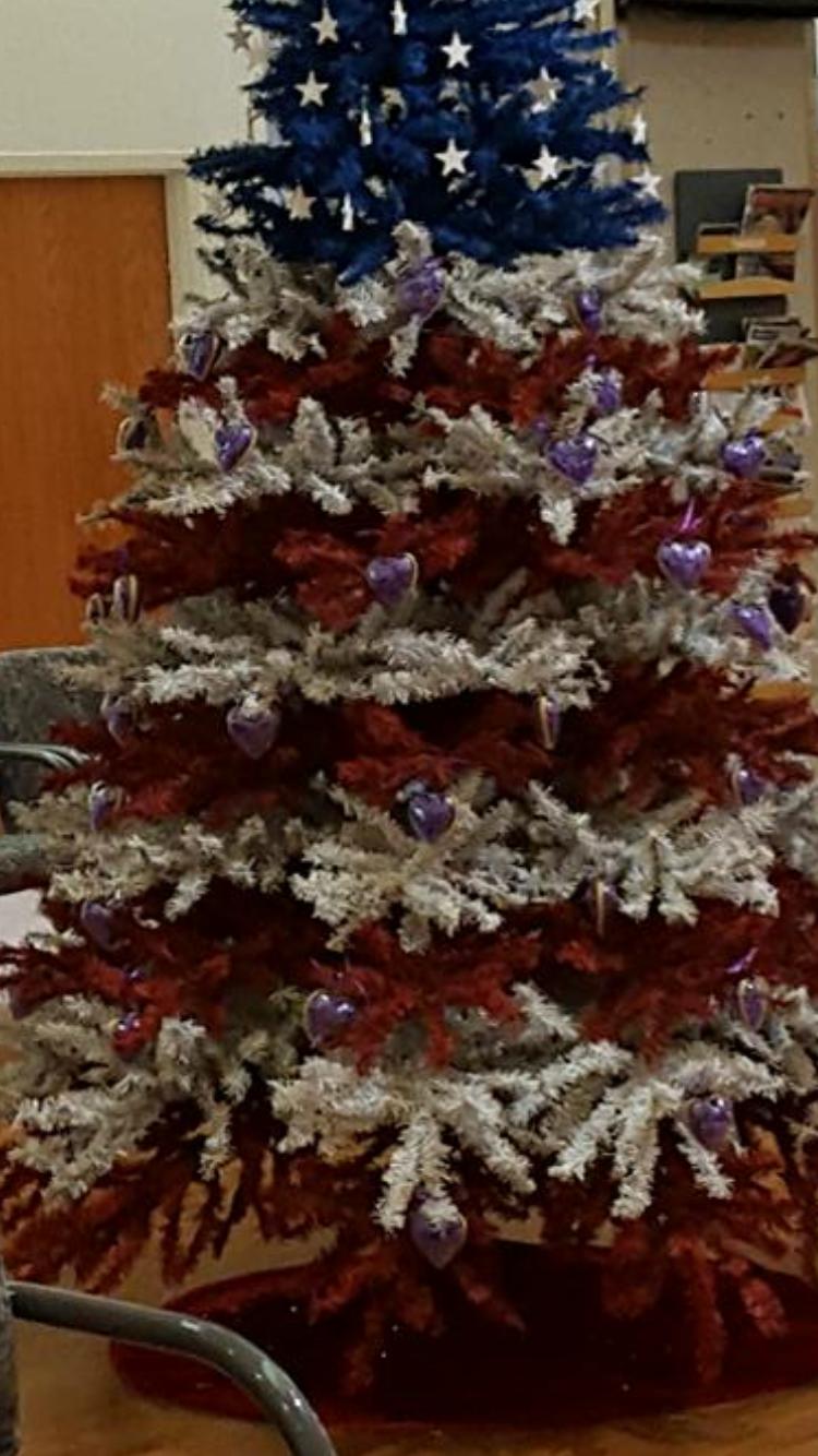 Pin By Marilyn Blatt On Americana Love White Christmas Tree Decorations Blue Christmas Tree Patriotic Christmas Tree