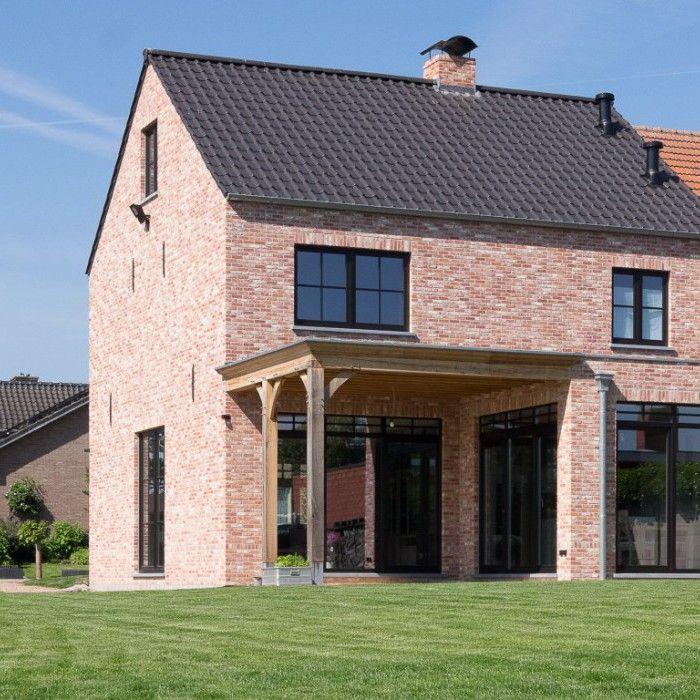 Bouwonderneming ooms woning in moderne pastorijstijl zwart pvc buitenschrijnwerk overdekt - Deco moderne woning ...