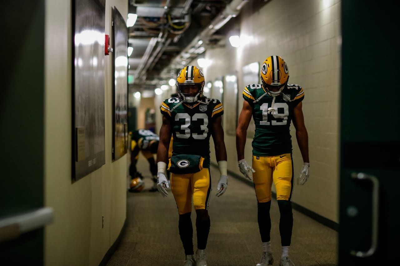 Aaron Jones And Equanimeous St Brown 10 15 2018 Green Bay Packers Packers Fan Green Bay