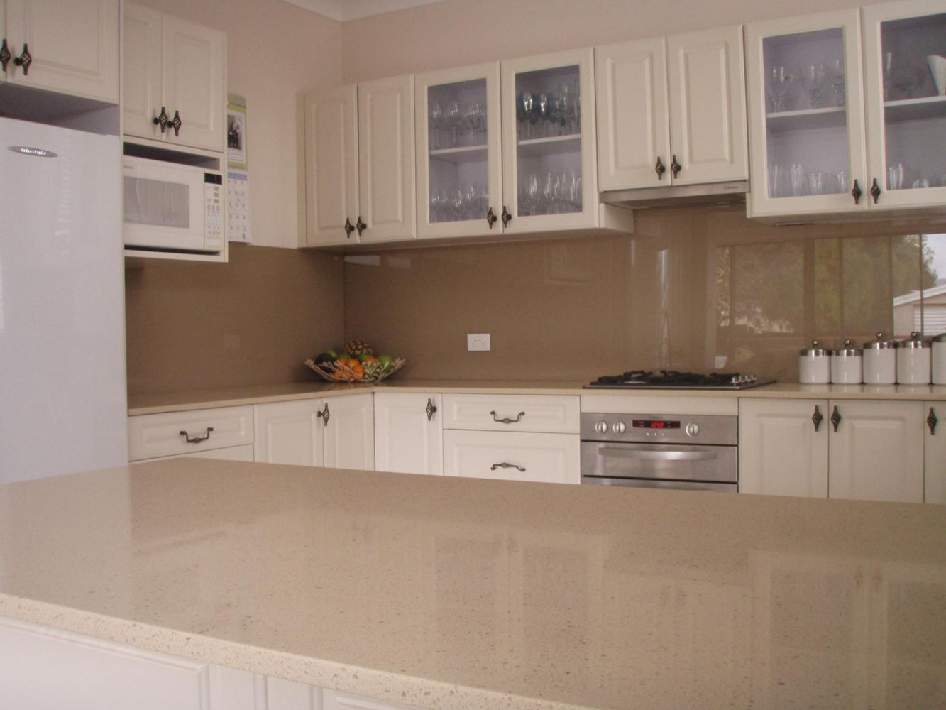 Painted glass splashbacks 6mm starphire toughened safety for Kitchen paint colors dulux