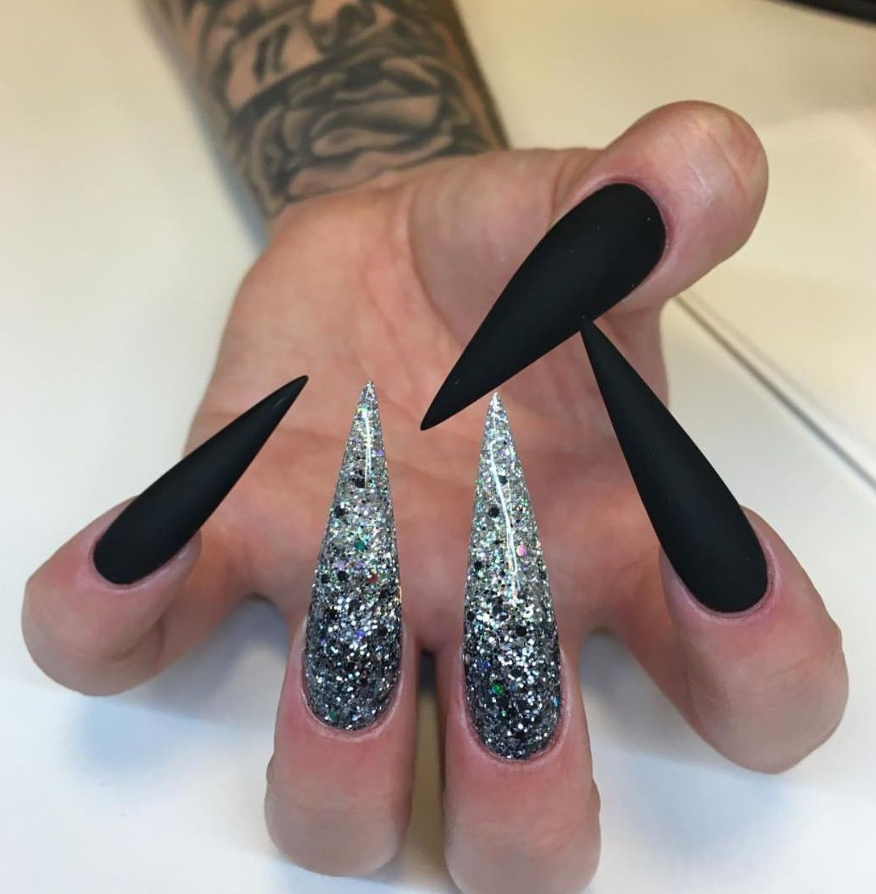 Naglar Did It Pinterest Hair Nails And Style Black Nails With Glitter Pointy Nail Designs Pointy Nails