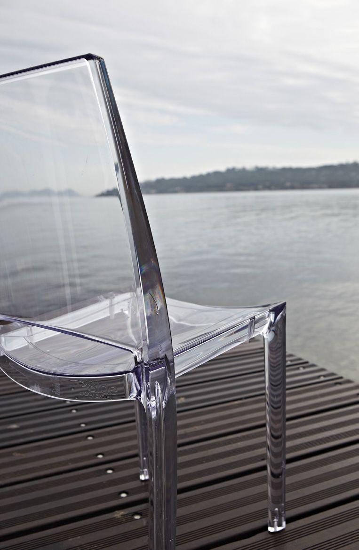Chaise transparente au bord de l 39 eau jardin pinterest for Chaise a bascule transparente