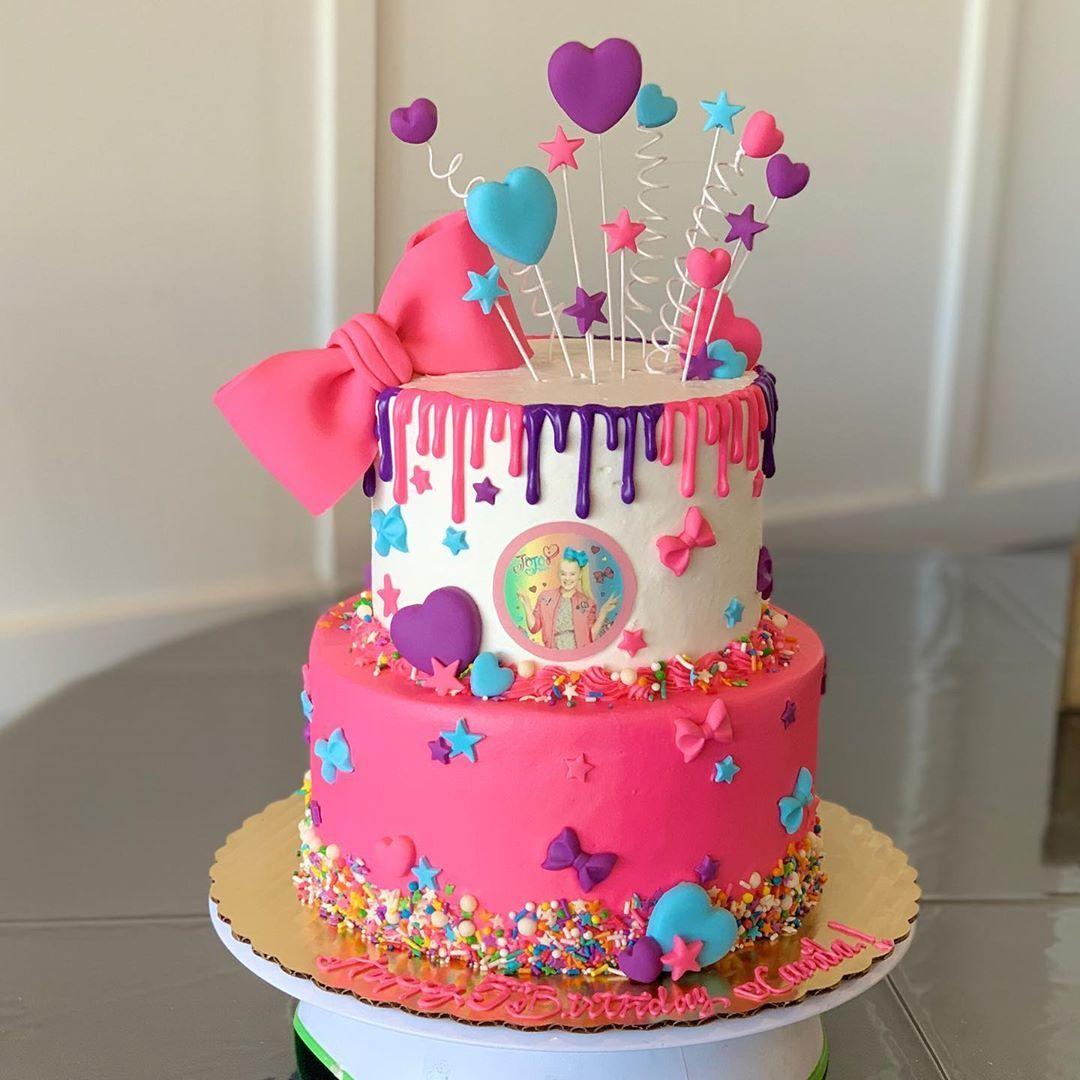 How cool is this jojo siwa cake jojosiwa