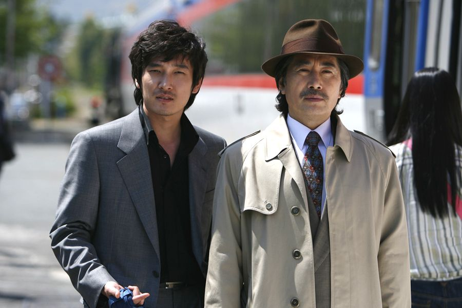 CHO Seung-woo and BAEK Yoon-sik in TAZZA: THE HIGH ROLLERS (Tajja, 타짜œ, The War of Flowers). Now Available on R1 DVD! Tazza: The High Rollers © 2006 CJ Entertainment Inc. and IM Pictures Corp.