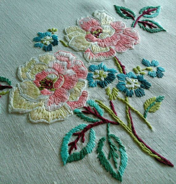 Hand Embroidered 'Roses' Raised Floral Work Linen Vintage Tablecloth   자수