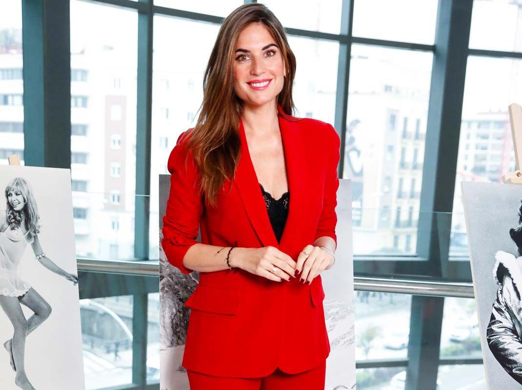 Eva González demuestra que la fórmula vestido blazer