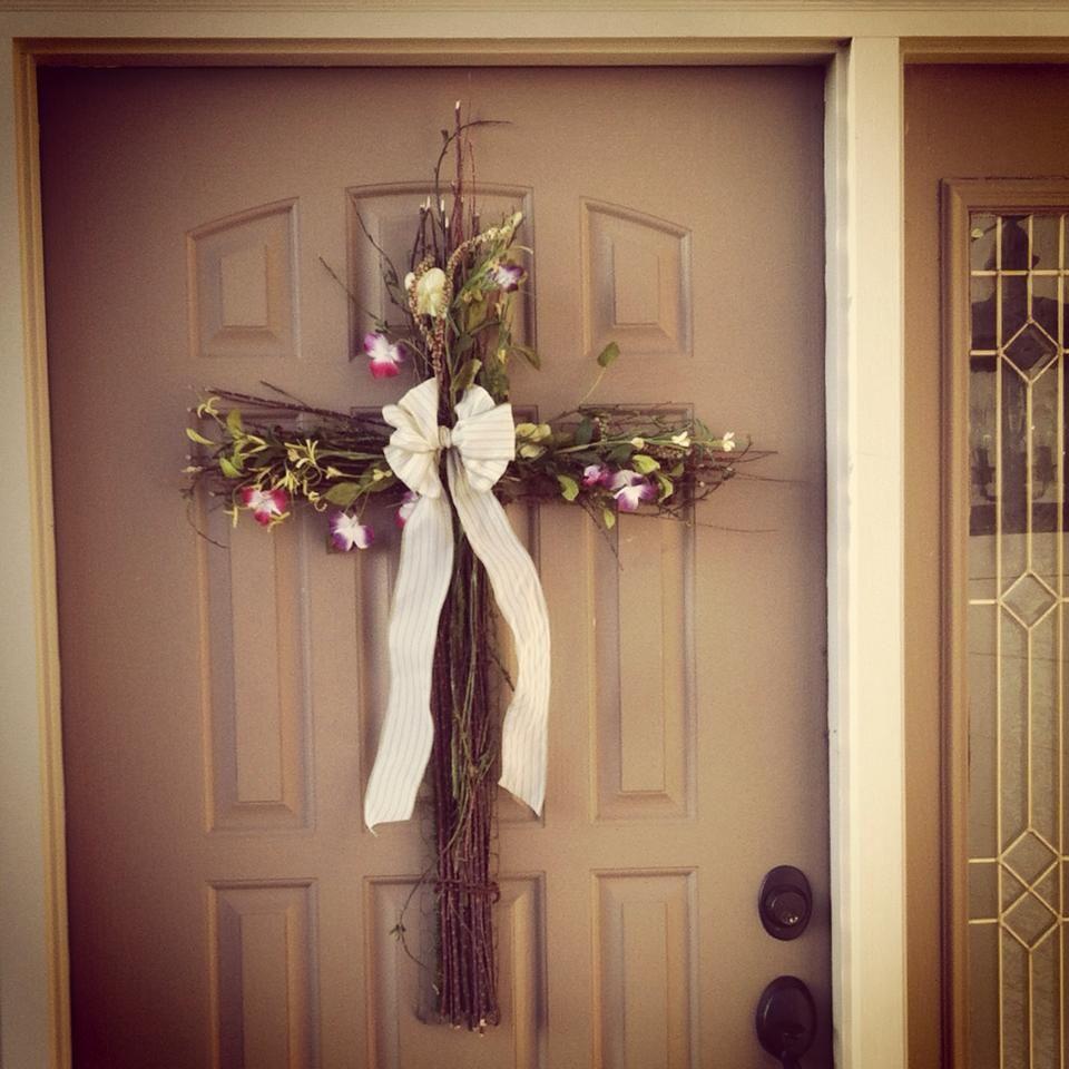 Video Diy Twiggy Front Door Cross From My Beautiful Sister Woot Diy Christmas Door Easter Decorations Outdoor Easter Wreath Diy