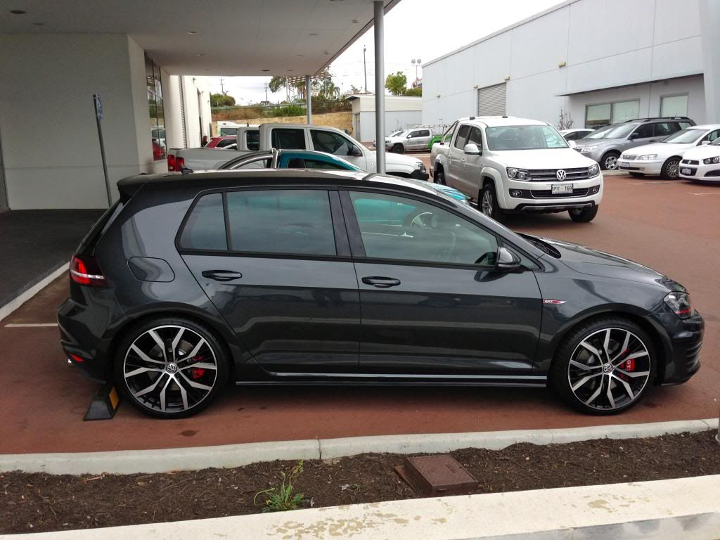 carbon steel grey vw golf mk7 with 19 santiago rims. Black Bedroom Furniture Sets. Home Design Ideas