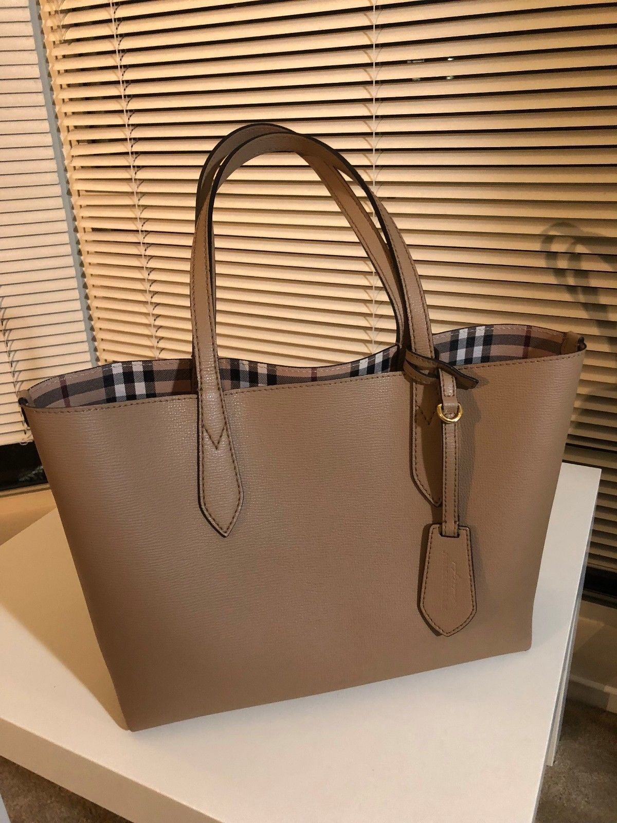 55fbc7ed8bf9 Burberry Reversible Tote Medium Haymarket-Camel (w  Dustbag ...